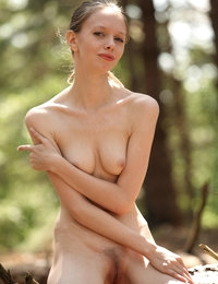 Slim babe Kylie removes her clothes during outdoor session