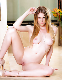 Hottie Ashley Lane makes her pussy quiver