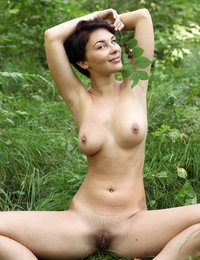 Naked Cecelia looks lovely on her photo session on the green grass
