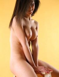 Luscious Jasmin arranges a cute show of her body and amazing twat