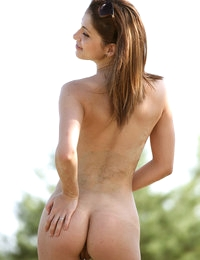 Lean body with bog boobs of sexy Jasmin look incredibly exciting