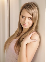 Gorgeous teen Hartley debuts her first nude scene photo #1