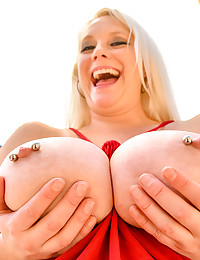 Blonde Busting Out photo #15