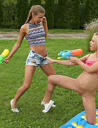 WET HER DOWN with Sara Kay, Vinna Reed - ALS Scan photo #3
