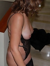WifeBucket - real amateur MILFs and wives! Swingers too! photo #2